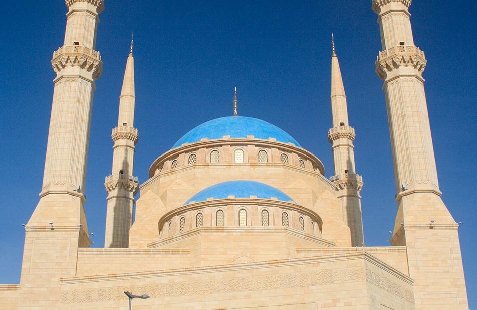 https: img.okezone.com content 2020 08 05 614 2257205 masjid-terbesar-ikon-lebanon-rusak-parah-akibat-ledakan-dahsyat-di-beirut-6U4C5qEhTF.JPG