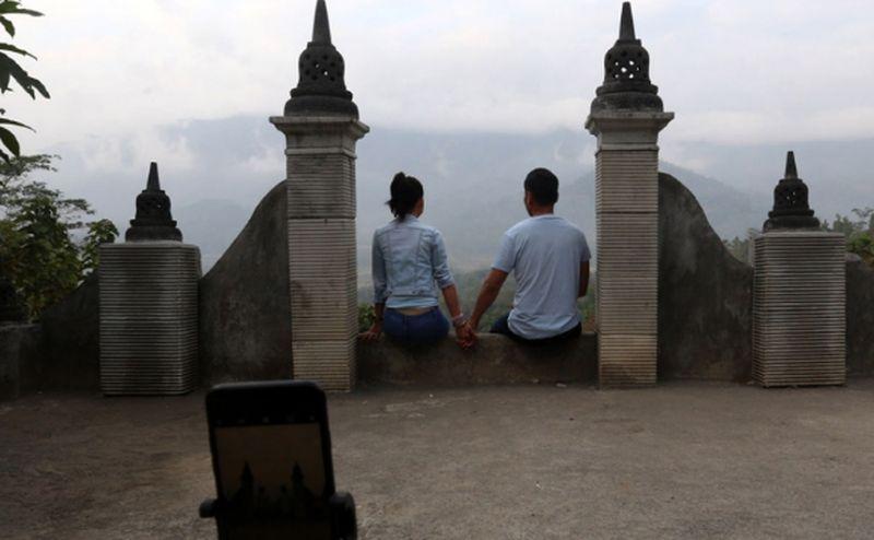 https: img.okezone.com content 2020 08 06 406 2257779 5-tempat-wisata-romantis-di-jogja-lokasi-syuting-dian-sastro-di-film-aadc-2-190TltmcyE.jpg