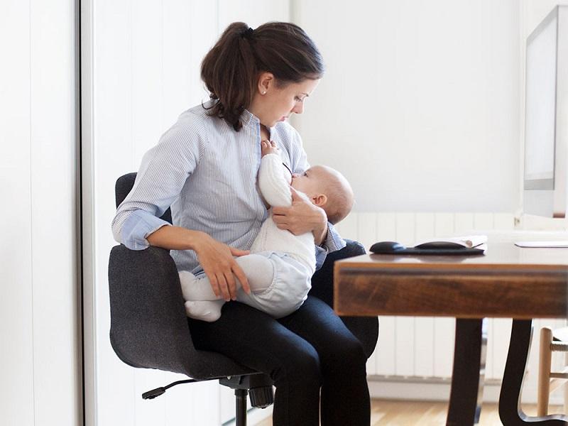 https: img.okezone.com content 2020 08 06 481 2257955 pekan-asi-sedunia-ini-5-tips-untuk-ibu-menyusui-yang-bekerja-EYOtQU6Lpa.jpg