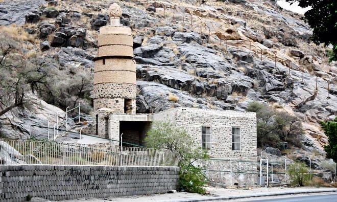 https: img.okezone.com content 2020 08 06 615 2257749 masjid-al-madhoun-saksi-sejarah-masuk-islam-budak-penolong-nabi-muhammad-GqIfh5hGDy.jpg
