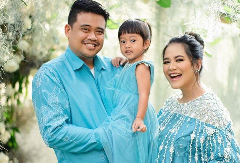 https: img.okezone.com content 2020 08 07 194 2258797 manisnya-keluarga-kecil-kahiyang-ayu-dan-bobby-nasution-nantikan-anak-ke-2-6MbcRGfN4t.jpg