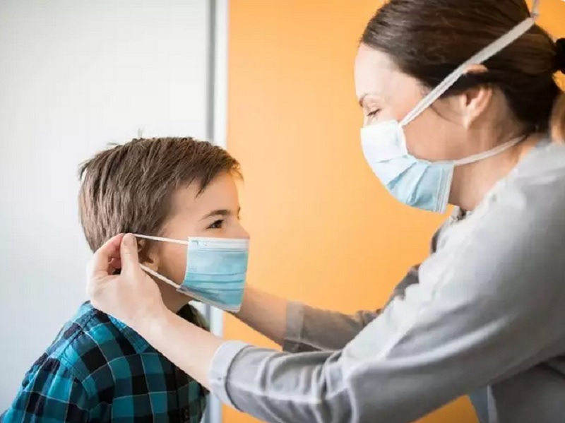 https: img.okezone.com content 2020 08 07 196 2258443 5-tips-jadi-orangtua-yang-tenang-selama-pandemi-covid-19-bm1lxvDJuo.jpg