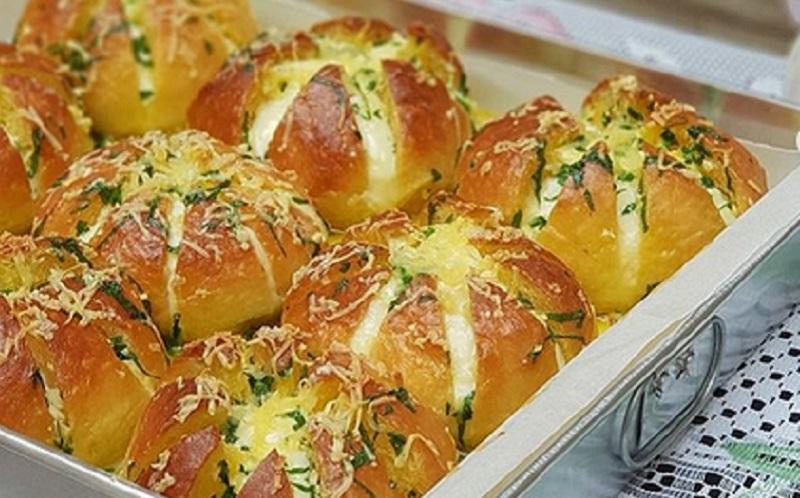 https: img.okezone.com content 2020 08 07 298 2258801 coba-yuk-bikin-korean-cream-cheese-garlic-bread-yang-kekinian-H8TVTDt8Yb.jpg