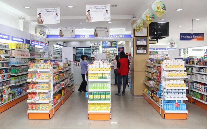 https: img.okezone.com content 2020 08 07 320 2258674 kimia-farma-buka-loker-untuk-dokter-dan-apoteker-cek-syaratnya-PkFnO6vHsF.jpg