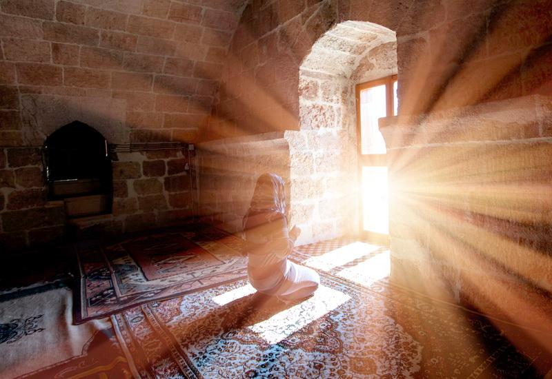 https: img.okezone.com content 2020 08 07 330 2258394 ini-lho-makna-sholawat-manusia-allah-dan-malaikat-kepada-nabi-muhammad-6Rnh0mC8FA.jpg