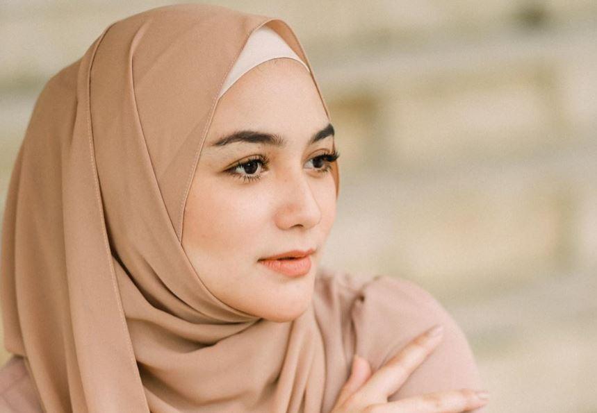 https: img.okezone.com content 2020 08 07 617 2258318 inspirasi-busana-muslimah-untuk-bumil-ala-citra-kirana-XkvzMlRyzG.JPG