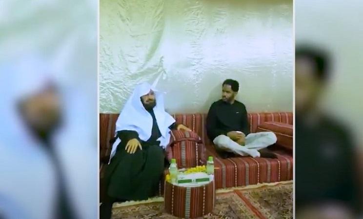 https: img.okezone.com content 2020 08 08 18 2259114 kisah-warga-as-peluk-agama-islam-dibimbing-syekh-al-sudais-ooOv5loOJ8.jpg