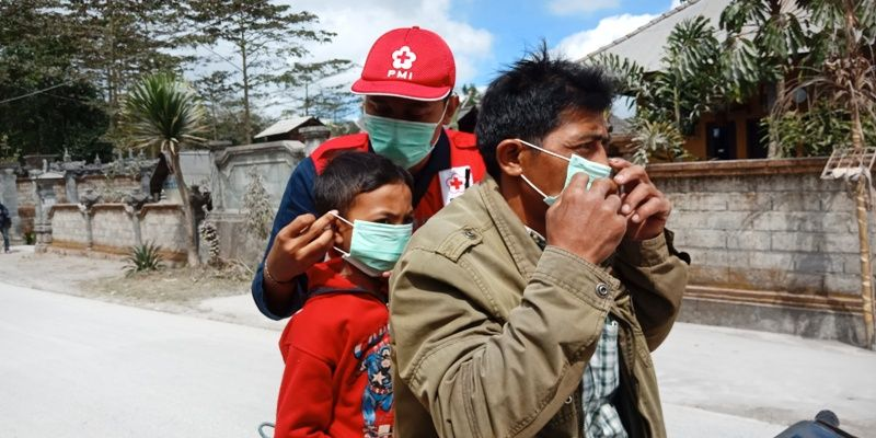 gunung sinabung siaga level iii 1 500 masker dibagikan kepada warga AWiqx89CQJ - Gunung Sinabung Masih Siaga, Warga dilarang Beraktivitas