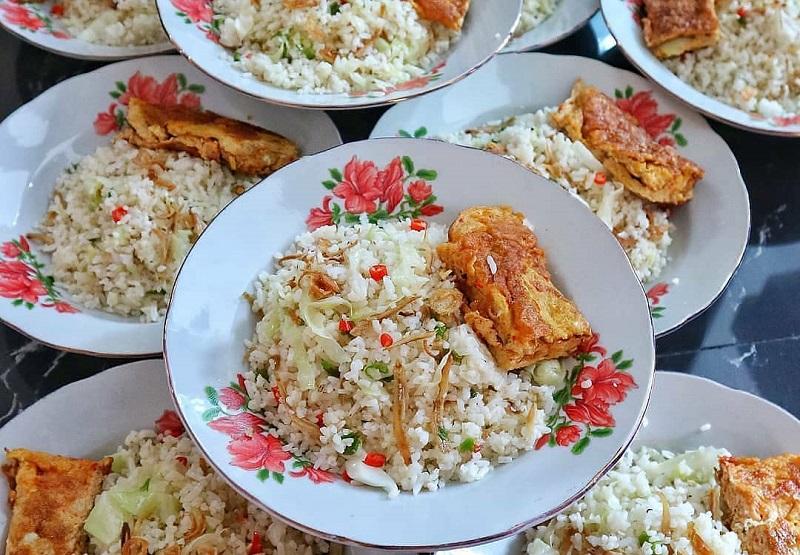 https: img.okezone.com content 2020 08 10 298 2259874 resep-membuat-nasi-goreng-kampung-ikan-teri-sedap-jRUmL7QC5p.jpg