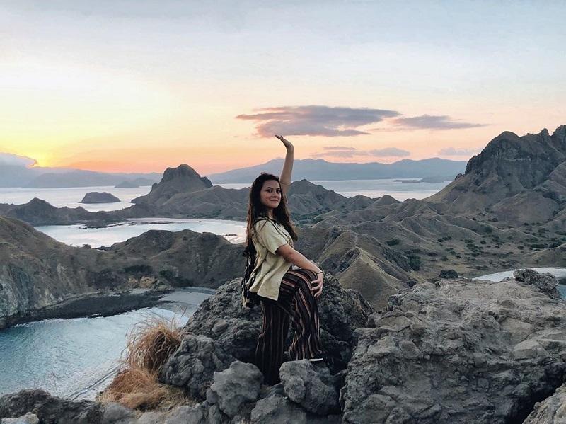 https: img.okezone.com content 2020 08 10 406 2259610 5-momen-seru-marsha-aruan-melancong-keliling-indonesia-8jLG8FQYJz.jpg