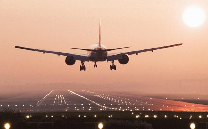 https: img.okezone.com content 2020 08 10 406 2259792 pesawat-masih-jadi-moda-transportasi-teraman-di-era-new-normal-EOAVy56Jua.jpg