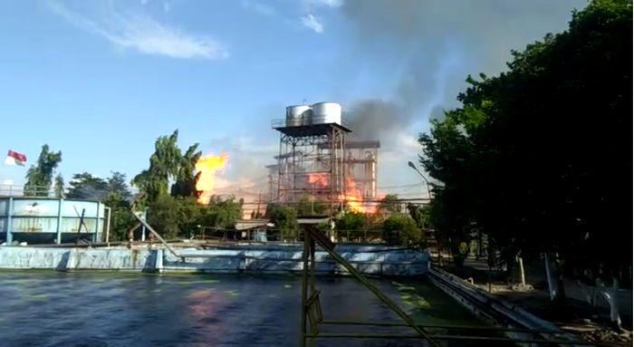 https: img.okezone.com content 2020 08 10 519 2259990 pabrik-bioetanol-meledak-1-pekerja-tewas-puluhan-luka-luka-ANlxPbMrWR.jpg
