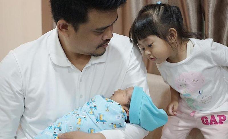 https: img.okezone.com content 2020 08 11 196 2260679 3-foto-gemas-baby-panembahan-adik-laki-lakinya-sedah-mirah-Df7cEY7UUx.jpg