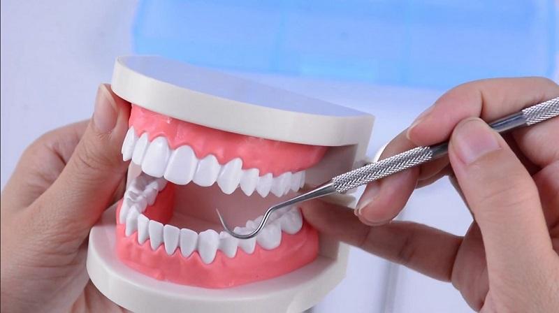 https: img.okezone.com content 2020 08 11 338 2260605 pak-rt-tak-tahu-warganya-jadi-dokter-gigi-gadungan-rkatI8yTr3.jpg
