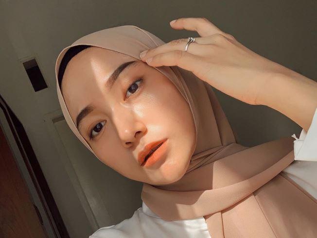 https: img.okezone.com content 2020 08 11 617 2260327 intip-closet-room-super-rapi-milik-selebgram-hijab-nisa-cookie-mqoWCX0pbv.JPG