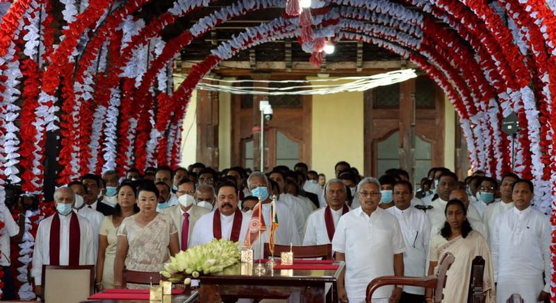 https: img.okezone.com content 2020 08 12 18 2261217 3-rajapaksa-dilantik-duduk-di-kabinet-baru-sri-lanka-xus2aMopfw.jpg