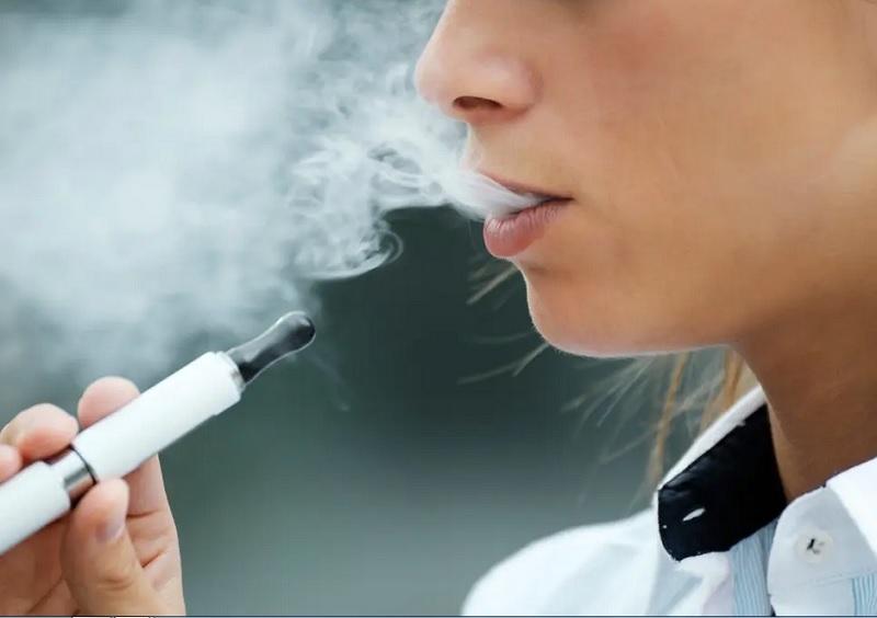 https: img.okezone.com content 2020 08 12 481 2261194 generasi-muda-pengguna-vape-dan-rokok-7-kali-berisiko-terinfeksi-covid-19-x1anA09bX9.jpg