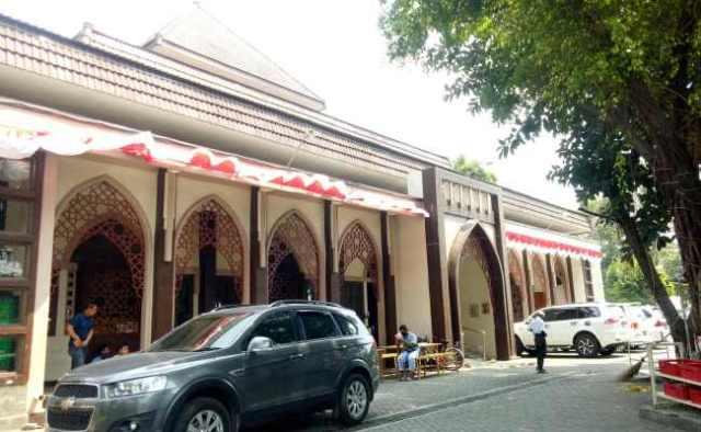 https: img.okezone.com content 2020 08 12 614 2260734 masya-allah-masjid-al-falah-sragen-beri-internet-gratis-untuk-belajar-online-9KugCEqt7p.jpg