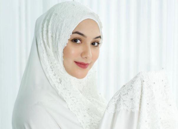 https: img.okezone.com content 2020 08 12 617 2260901 6-style-look-bumil-kece-ala-hijaber-citra-kirana-6ncoACuDIg.JPG