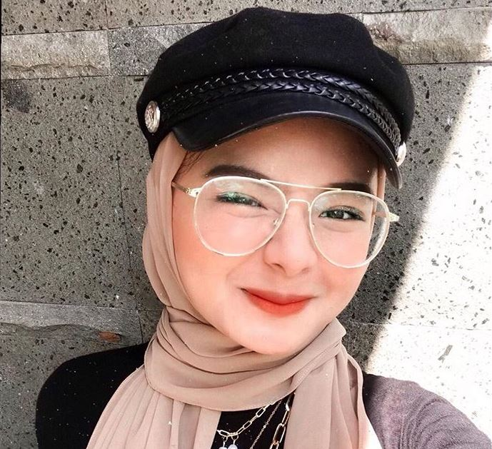 https: img.okezone.com content 2020 08 12 617 2261124 padu-padan-hijab-dengan-topi-ala-halda-firga-mM7945e3WH.jpg