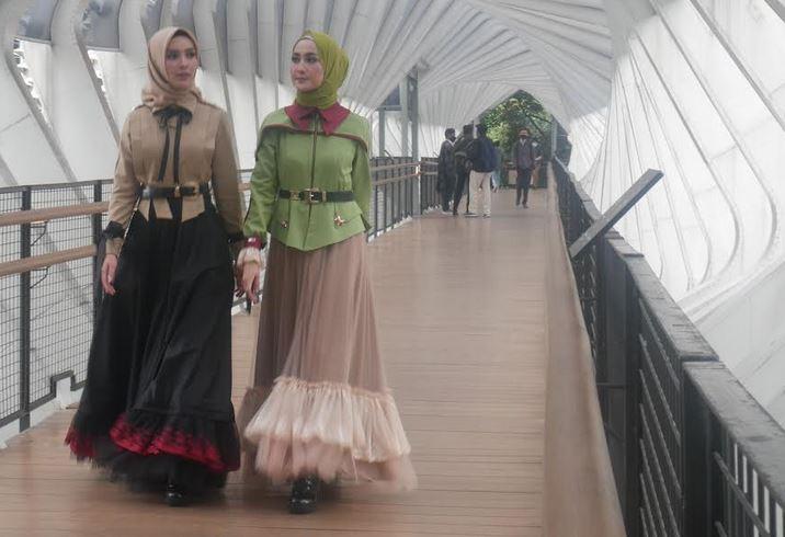 https: img.okezone.com content 2020 08 12 617 2261162 modest-fashion-isef-2020-saatnya-fesyen-muslim-kuasai-pasar-global-rfKwUd6jMh.JPG