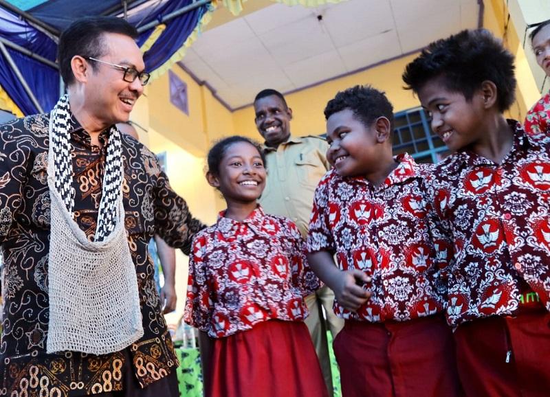 https: img.okezone.com content 2020 08 13 1 2261419 hari-remaja-internasional-bkkbn-tingkatkan-program-genre-bersama-remaja-disabilitas-OHQt7MOqQ2.jpeg