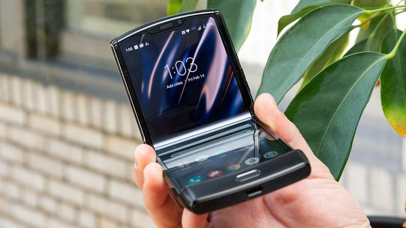 https: img.okezone.com content 2020 08 13 16 2261547 motorola-siapkan-ponsel-lipat-5g-terbaru-adopsi-snapdragon-765-6wXb60x0GP.jpg