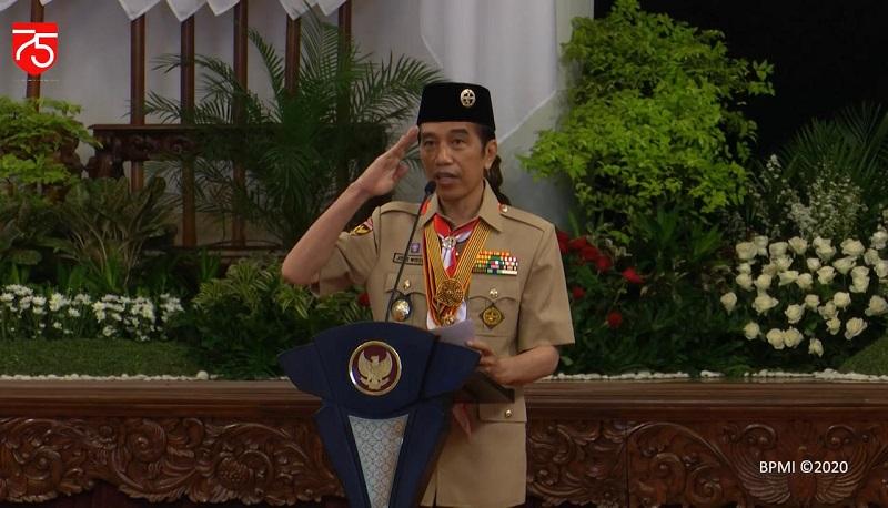 https: img.okezone.com content 2020 08 13 194 2261556 gagahnya-presiden-jokowi-pakai-seragam-pramuka-di-istana-negara-PtK4nVMGeM.jpg