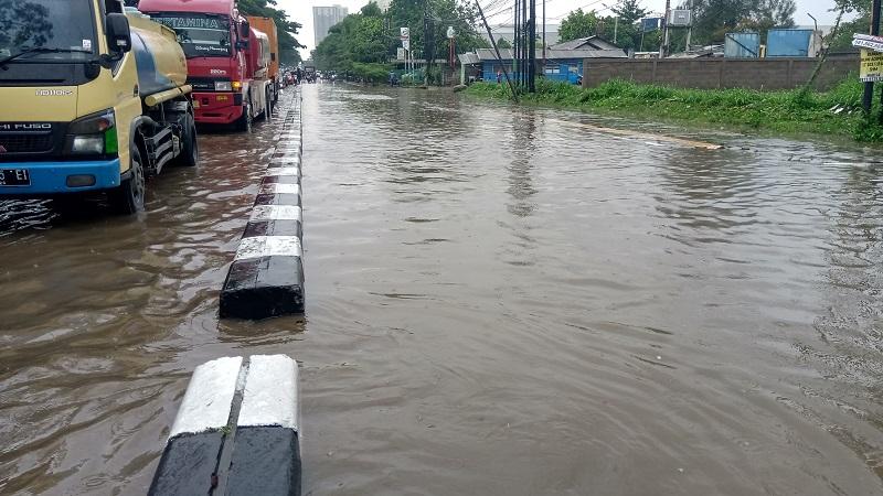 https: img.okezone.com content 2020 08 13 338 2261777 hujan-deras-guyur-jakarta-jalan-pulo-nangka-ii-jakbar-tergenang-air-40-cm-7GlVGy9Hfc.jpg