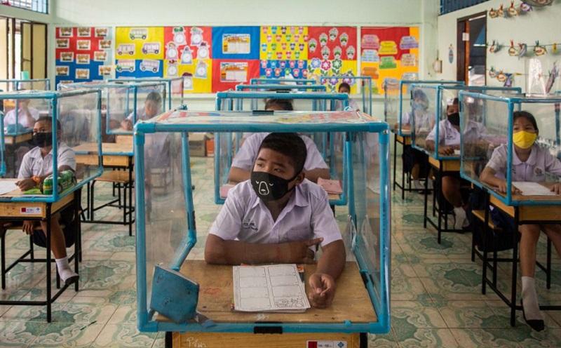 https: img.okezone.com content 2020 08 13 612 2261741 penampakan-kegiatan-belajar-mengajar-di-sekolah-di-tengah-pandemi-covid-19-stHK0dGNw2.jpg