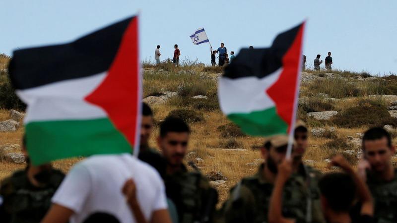 https: img.okezone.com content 2020 08 14 18 2262027 palestina-kecam-kesepakatan-damai-uea-israel-sebagai-pengkhianatan-wMyWt25kZ8.jpg