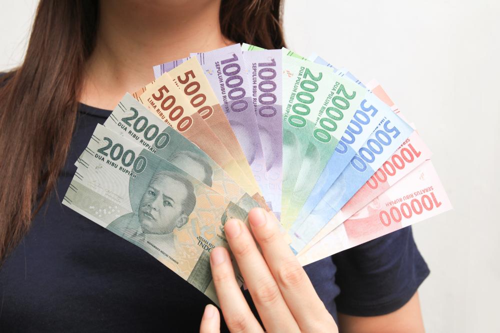 https: img.okezone.com content 2020 08 14 320 2262420 sad-sri-mulyani-pastikan-gaji-pns-tidak-naik-tahun-depan-8dc8VSNDfi.jpeg
