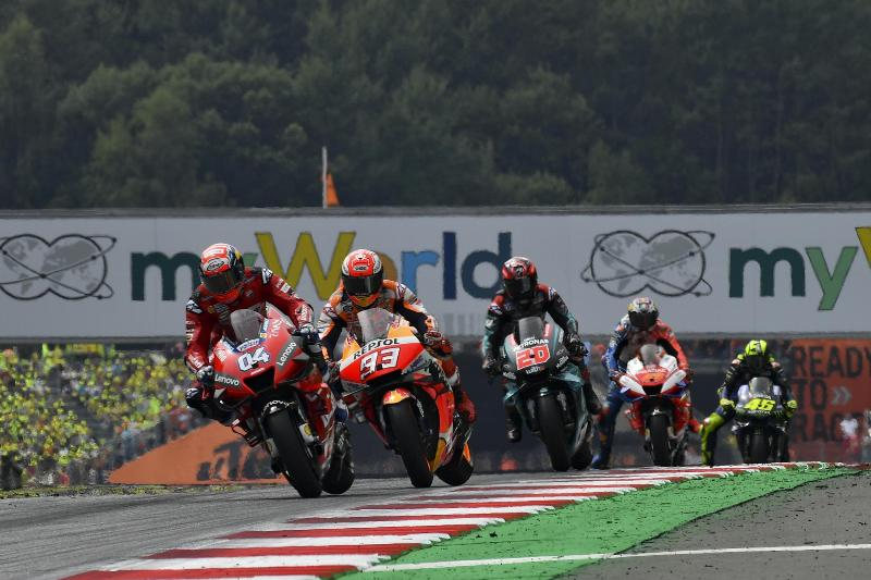 https: img.okezone.com content 2020 08 14 38 2262038 crutchlow-lintasan-red-bull-ring-selicin-es-saat-hujan-toioVq9pUJ.jpg