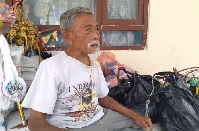 https: img.okezone.com content 2020 08 14 512 2262146 kisah-kakek-pejuang-kemerdekaan-pengintai-pergerakan-belanda-yang-berakhir-di-jalanan-VqLSKNOzEK.JPG