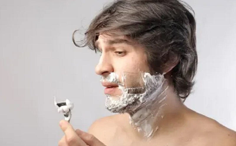 https: img.okezone.com content 2020 08 14 611 2262362 ini-cara-bercukur-bagi-pria-berjerawat-dengan-aman-L3sPtrng2N.jpg