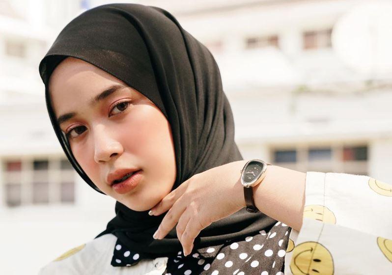 https: img.okezone.com content 2020 08 14 617 2262487 5-padu-padan-hijab-coklat-style-hits-ala-indy-ratna-pratiwi-87R29r1OKZ.JPG