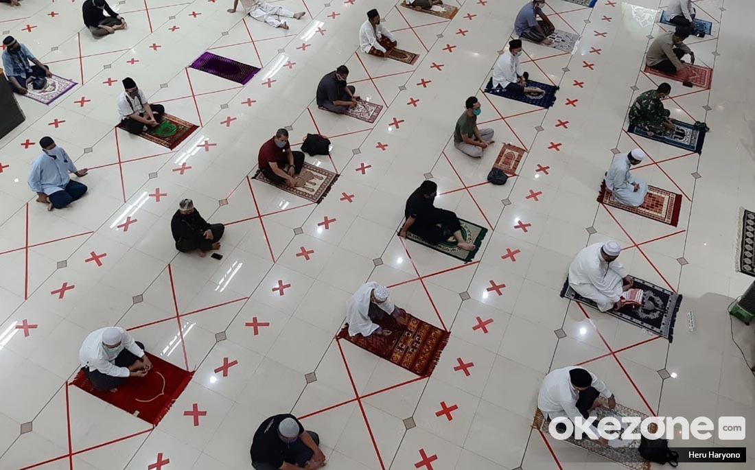 https: img.okezone.com content 2020 08 14 620 2262094 sholat-jumat-ini-adab-masuk-dan-keluar-masjid-j6mYMgSZ51.jpg