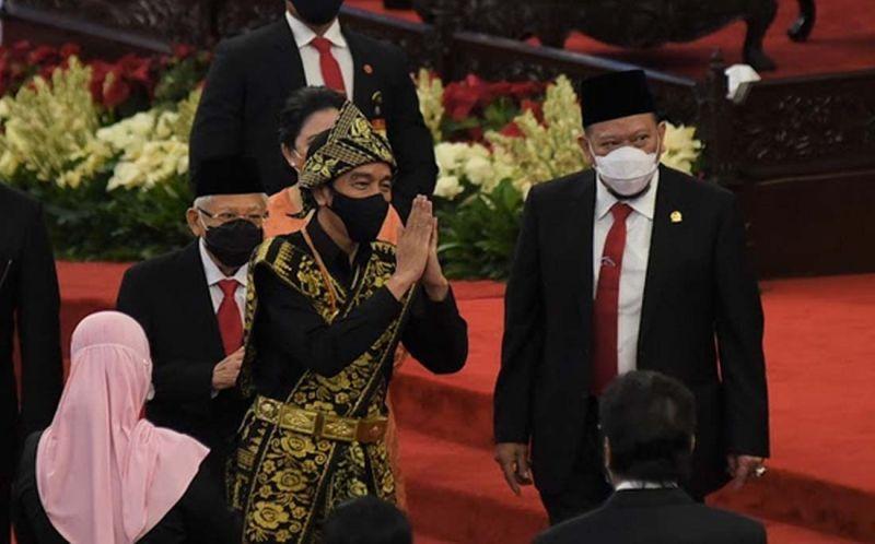 https: img.okezone.com content 2020 08 15 194 2262666 sidang-tahunan-mpr-dpr-2020-presiden-jokowi-pilih-baju-adat-sabu-ntt-qp2hQROMkp.jpg