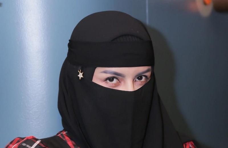 https: img.okezone.com content 2020 08 15 33 2262601 hijrah-five-vi-malu-pernah-tampil-seksi-mdZQM7lh2C.jpg