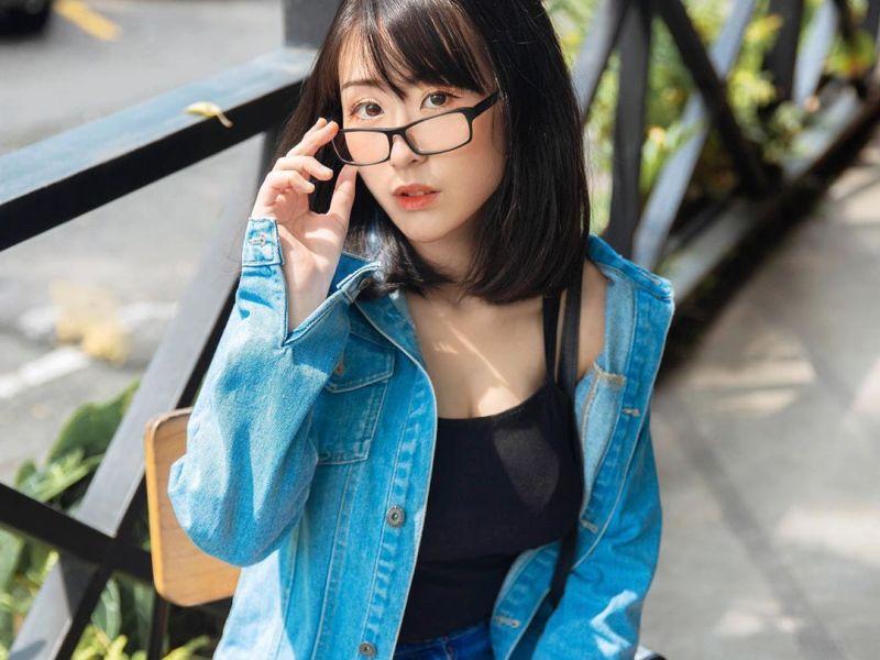 https: img.okezone.com content 2020 08 15 612 2262796 larissa-rochefort-cosplay-seksi-asal-indonesia-bikin-kamu-salfok-rKfLn0aFBI.JPG