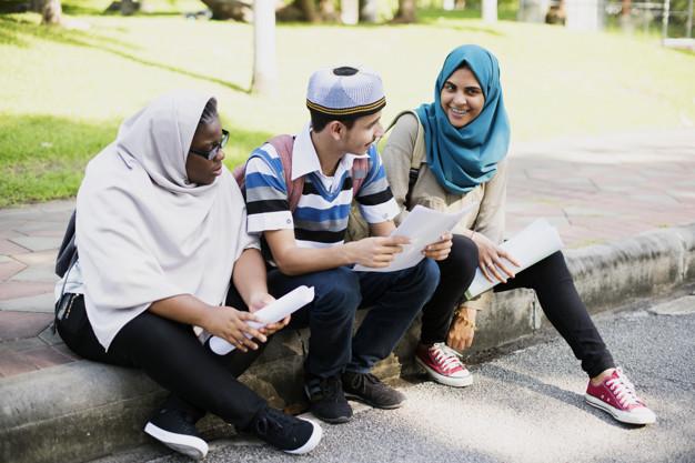 https: img.okezone.com content 2020 08 15 616 2262595 kiat-memberi-tahu-anak-tentang-halal-haram-dalam-islam-5RWGXZaHLg.jpg