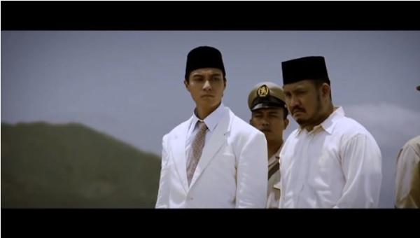 https: img.okezone.com content 2020 08 17 206 2263361 7-aktor-indonesia-yang-pernah-memerankan-presiden-soekarno-gdiKeaikfG.jpg
