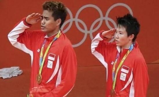 https: img.okezone.com content 2020 08 17 40 2263324 kenang-kisah-manis-tontowi-liliyana-persembahkan-emas-olimpiade-di-hut-ri-O7lHcg7I0b.jpg