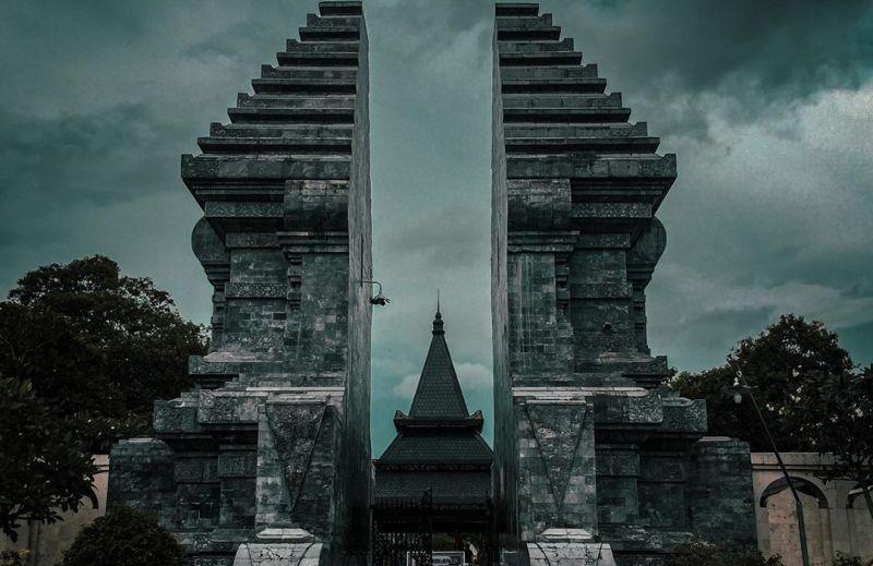 https: img.okezone.com content 2020 08 17 406 2263266 hari-kemerdekaan-republik-indonesia-intip-makam-ir-soekarno-di-blitar-jXOGxYHHAT.jpg