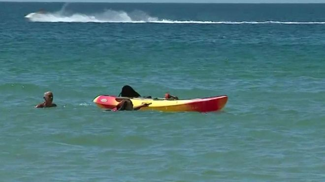 https: img.okezone.com content 2020 08 18 18 2263694 presiden-portugal-terekam-kamera-selamatkan-dua-perempuan-di-pantai-algrave-pQd9mm6OR8.jpg