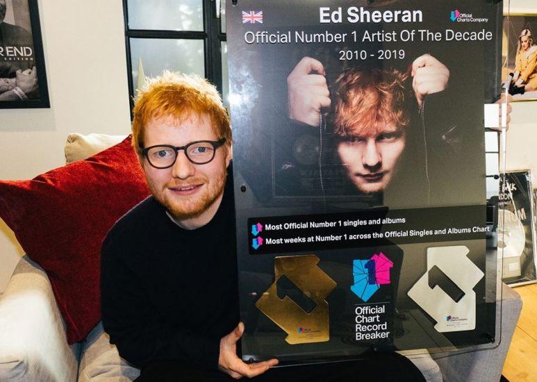 https: img.okezone.com content 2020 08 18 205 2264072 album-debut-ed-sheeran-resmi-dilelang-harga-pembuka-hampir-rp2-miliar-dDrutJeruC.jpg