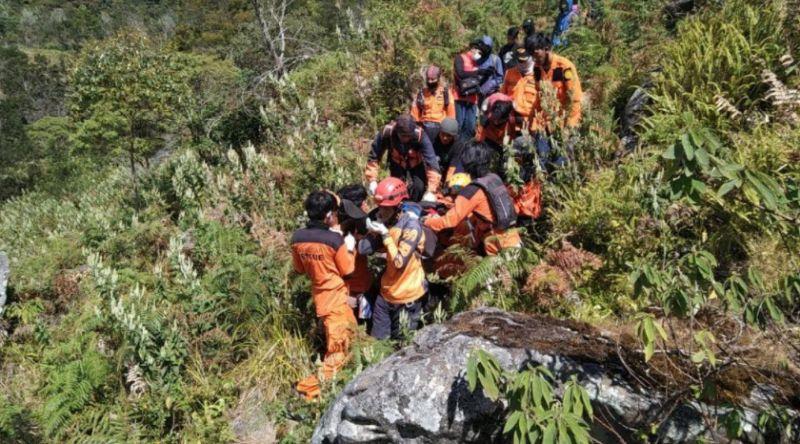https: img.okezone.com content 2020 08 18 609 2263843 rayakan-hut-ri-pendaki-tewas-di-gunung-bawakaraeng-7SdiizaE3Y.jpg