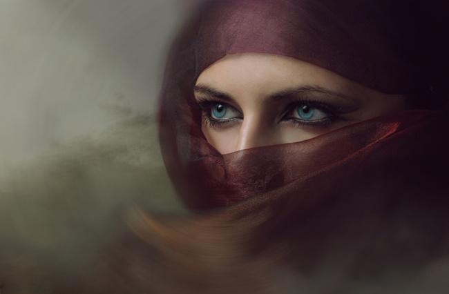 https: img.okezone.com content 2020 08 18 614 2263786 siti-sarah-wanita-cantik-dan-salehah-yang-selamat-dari-cengkeraman-fir-aun-EEfqRbmc91.jpg