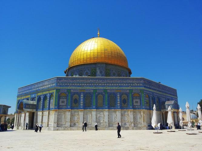 https: img.okezone.com content 2020 08 18 614 2264061 masjid-al-aqsa-kembali-dibuka-muslimin-bebas-datang-dan-sholat-IPFAsjhFY3.jpg
