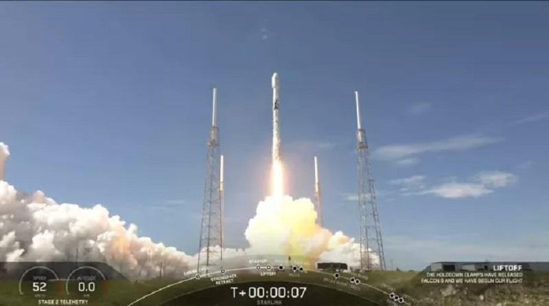 https: img.okezone.com content 2020 08 19 16 2264567 gunakan-roket-falcon-9-spacex-luncurkan-58-satelit-starlink-R8bIUDao23.jpg